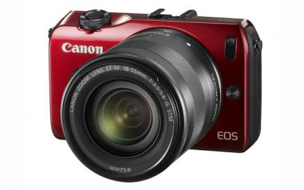 Canon EOS M: vista 3/4 frontale red