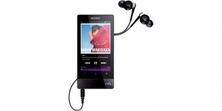 Sony NWZ-F804: vista frontale con auricolari