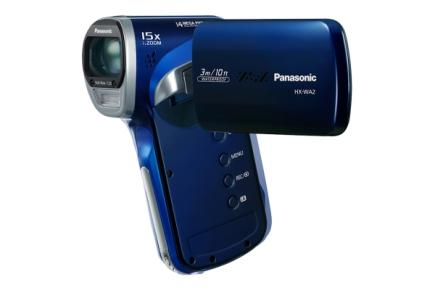 Panasonic HX-WA2: vista 3/4 frontale con LCD  blu